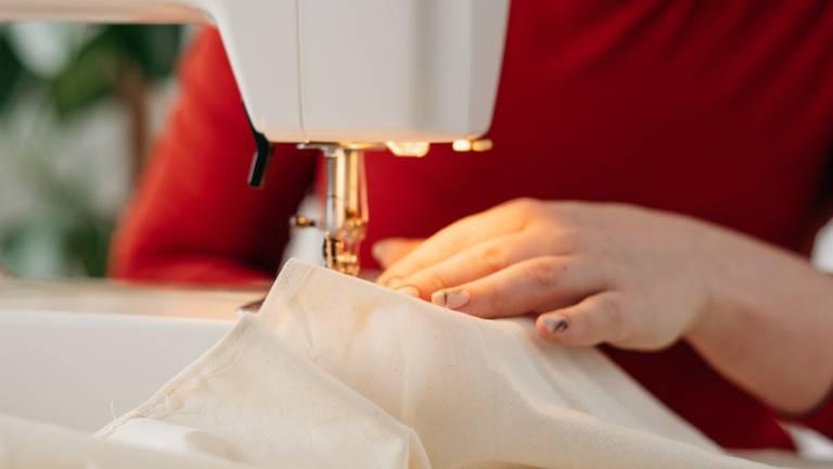 Cover image for Repair a garment